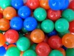 Barevné plastové balónky 8,5 cm do dětského hracího bazénu dětských koutů 500 ks