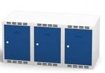 Nástavec na šatní plechovou skříň trojdílný, třídveřový na soklu  N1A 35 3 1 O (modul  105 cm)