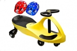 PlasmaCar žluté vozítko s volantem a přilbou